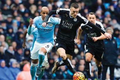 Leicester City striker Jamie Vardy (centre) in the English Premier League match against Manchester City on 6 February that his team won 3-1 (Photo: ADRIAN DENNIS/GETTY IMAGES)