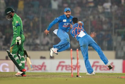 (L-R) Mohammad Amir, Virat Kohli and Hardik Pandya at the Asia Cup match in Dhaka (Photo: AM AHAD/AP)