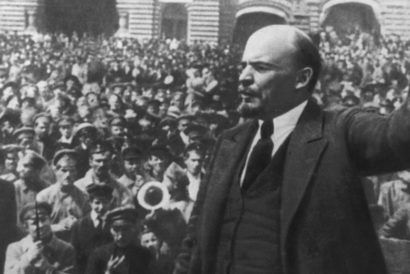 Vladimir Lenin addresses a crowd at Red Square, Moscow, October 1917 (Photo: UNIVERSAL HISTORY ARCHIVE/GETTY IMAGES)