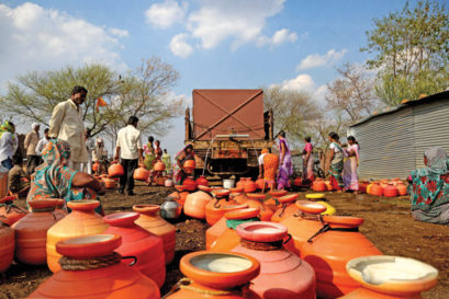 A water tanker arrives in a village in Maharashtra (Photo: AMIT CHAKRAVARTY/EXPRESS PHOTO)