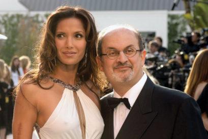 Salman Rushdie and Padma Lakshmi at the Vanity Fair Oscar party in Hollywood, 2006 (Photo: PHIL MCCARTEN/REUTERS)