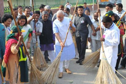 Prime Minister Narendra Modi launching 'Swachh Bharat' campaign in New Delhi on 2 October, 2014