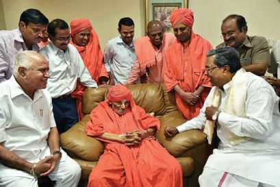Siddaramaiah (right) and BS Yeddyurappa call on Shivakumara Swami, the pontiff of Siddaganga Math