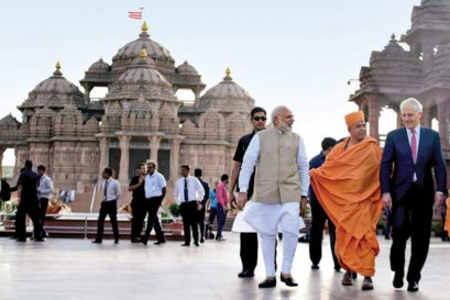 Narendra Modi and Australian PM Malcolm Turnbull at the Akshardham Temple in Delhi on April 10