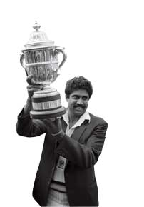 Skipper Kapil Dev with the trophy (Photo: Getty Images)