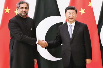 Chinese President Xi Jinping and Pakistan Prime Minister Shahid Khaqan Abbasi in Boao, China, on April 10