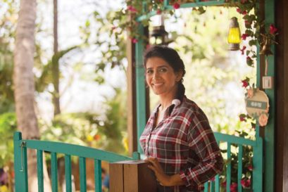 Sonali Kulkarni, Marathi actor