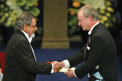 VS Naipaul receiving the Nobel Prize for Literature from Sweden's King Carl Gustaf, December 2001