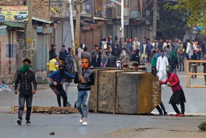 Protestors clash with soldiers in Srinagar after Wani's killing (Photo: AP)