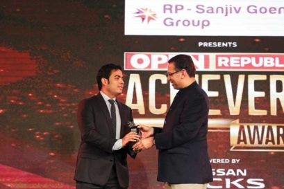 Disruptor of the Year - Reliance Jio: Akash Ambani (left) of Reliance Jio receives the Disruptor of the Year award from RP-Sanjiv Goenka Group Chairman Sanjiv Goenka